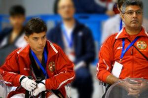 Ilyas Torkhani sammen med sin coach.